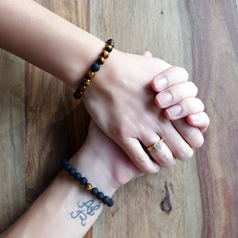 Bracelet de distance oeil de tigre et pierre de lave noire