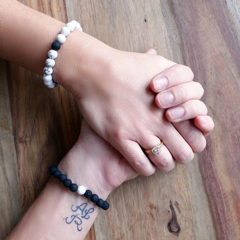 Bracelet de distance hHwlite et Pierre de lave noire